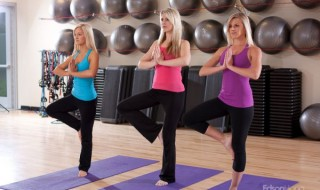 Blonde Girls Doing Yoga - Photo by Edson Hong in https://www.flickr.com/photos/edsonhong1/5487409751 shared under a Creative Commons license